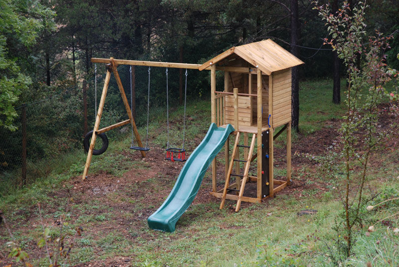 Parque infantil con columpios tobogan cal roig juegos al for Columpios infantiles